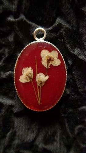 pandantiv metalic rosu